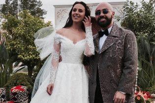 Дизайнер показав, як без примірки створювалася розкішна весільна сукня Джамали