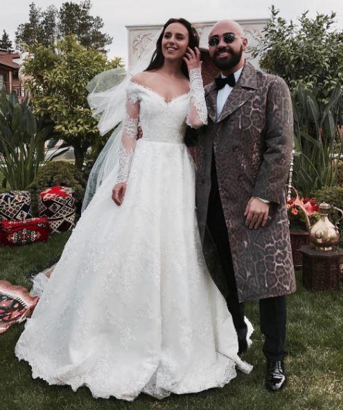 4a023258436ab4 Дизайнер показав, як без примірки створювалася розкішна весільна ...