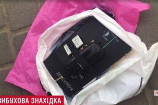 """Бомба під виглядом книги: на Рівненщині силовики затримали """"дешевого"""" продавця вибухівки"""