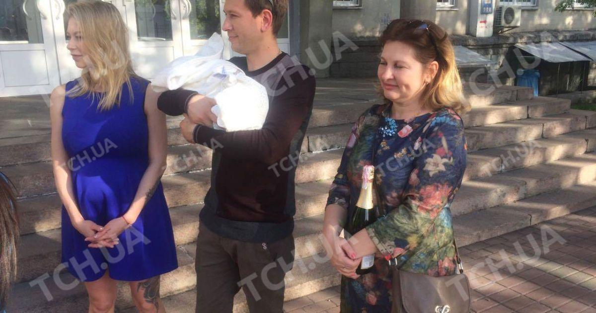 Ступка забрав кохану з донькою з пологового @ ТСН.ua