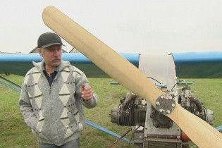 Колеса с тачки и автодвигатель. На Волыни селянин собственноручно построил самолет