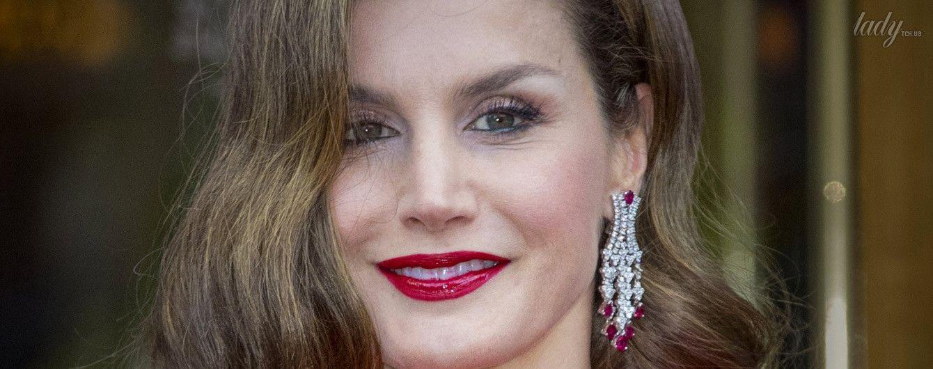Королева Летиция в эффектном платье приехала на юбилей к королю Нидерландов