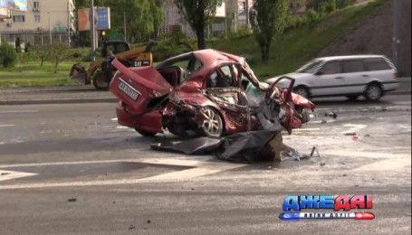 Страшная авария на проспекте Победы унесла жизнь водителя такси