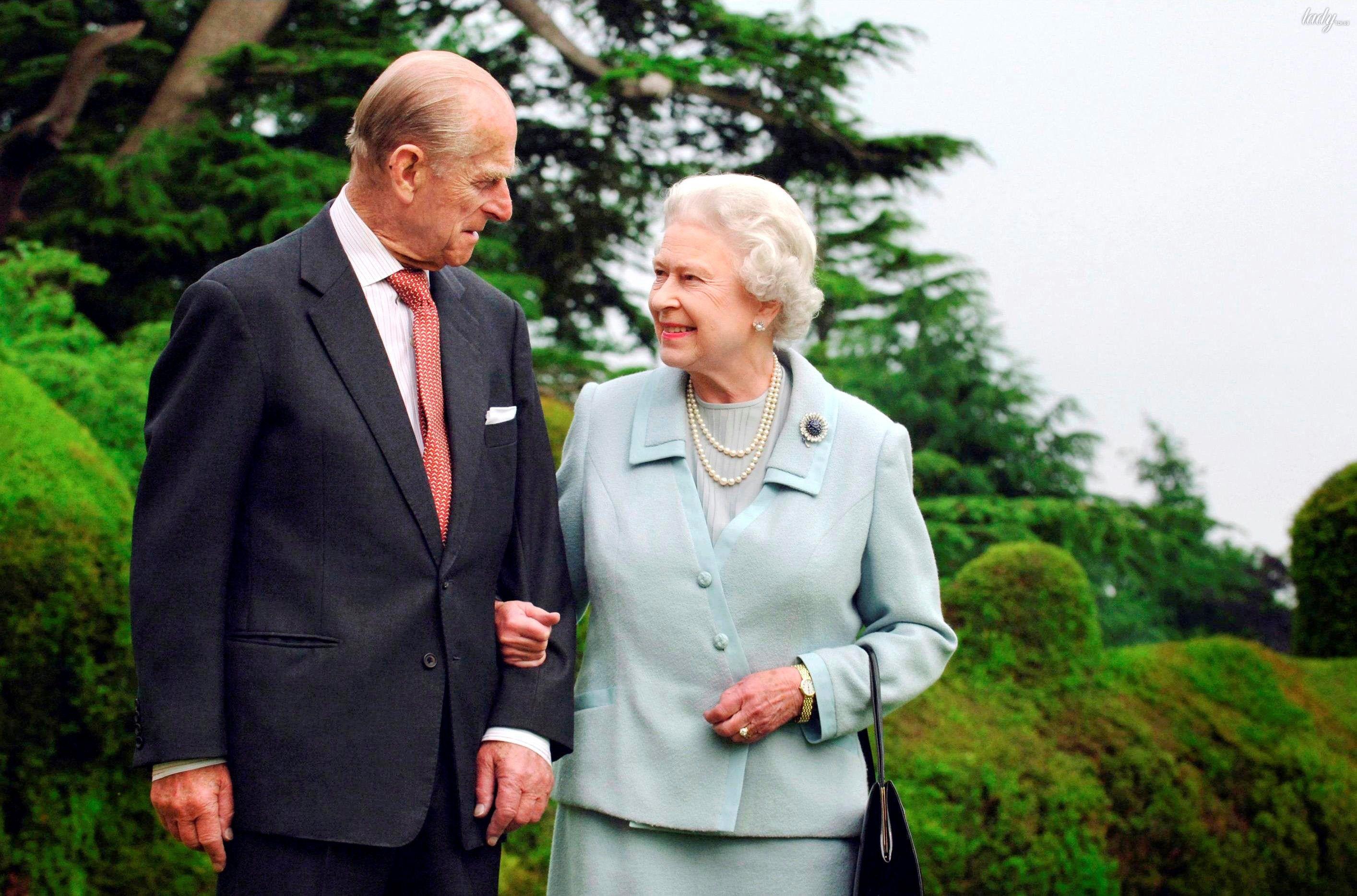 Смотреть Елизавета II объявила, как будет спасать Букингемский дворец от разрушения видео