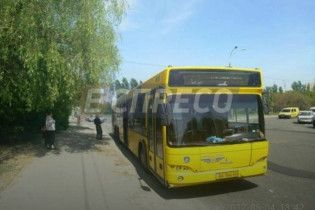В Киеве обстреляли автобус с пассажирами