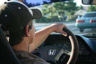 """Потерять сознание за рулем: известный гонщик смоделировал поведение авто, водитель которого """"отключился"""""""