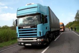 Кілометрові черги з вантажівок. На Волині триває блокада траси Київ-Варшава