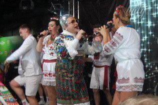 Роскошная вышиванка, веселые танцы и шампанское: как Верка Сердючка развлекала гостей евровечеринки