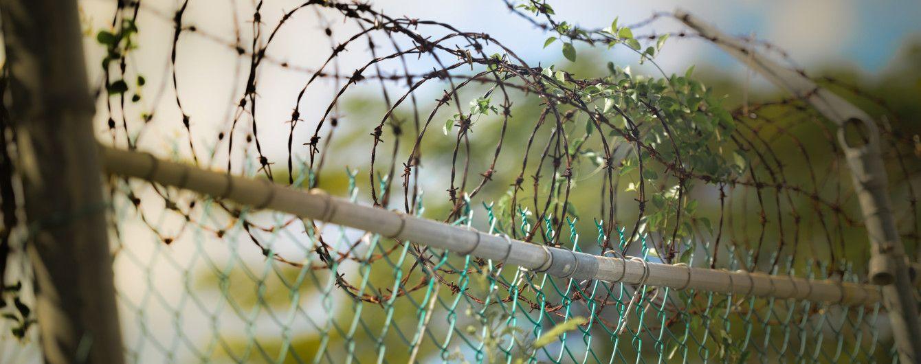 На українсько-російському кордоні звели майже 100 км загороджувального паркану