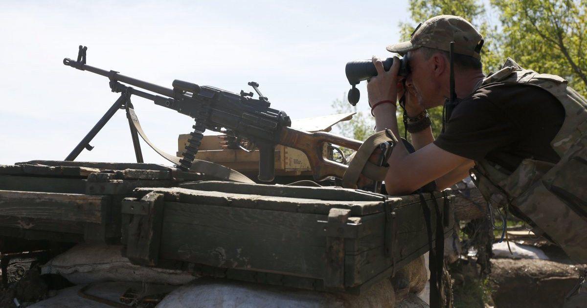Горячее Донецкое направление и раненый украинский военный. Дайджест АТО