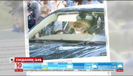 Єлизавета ІІ досі полюбляє водити автівку