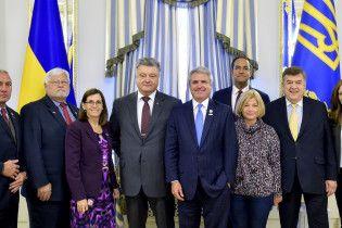 Порошенко із американськими конгресменами обговорили зміцнення оборони України