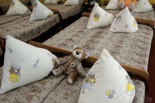 Крики, побои и издевательства. Какие ужасы встречаются в украинских детсадах