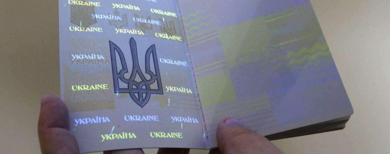 Ажиотаж преодолен: в Украине больше нет очередей за загранпаспортами