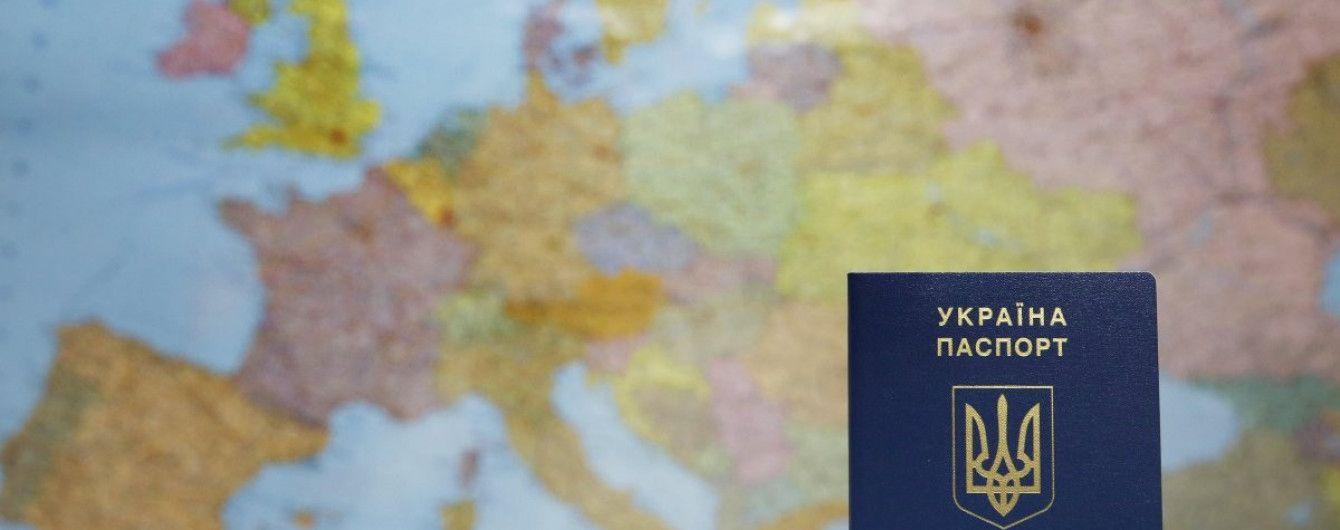 В Украине выдали 10-миллионный биометрический паспорт – Порошенко показал его обладательницу