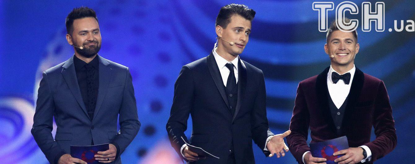 """Ведучі """"Євробачення-2017"""" розповіли про долю їхніх костюмів за майже мільйон гривень"""