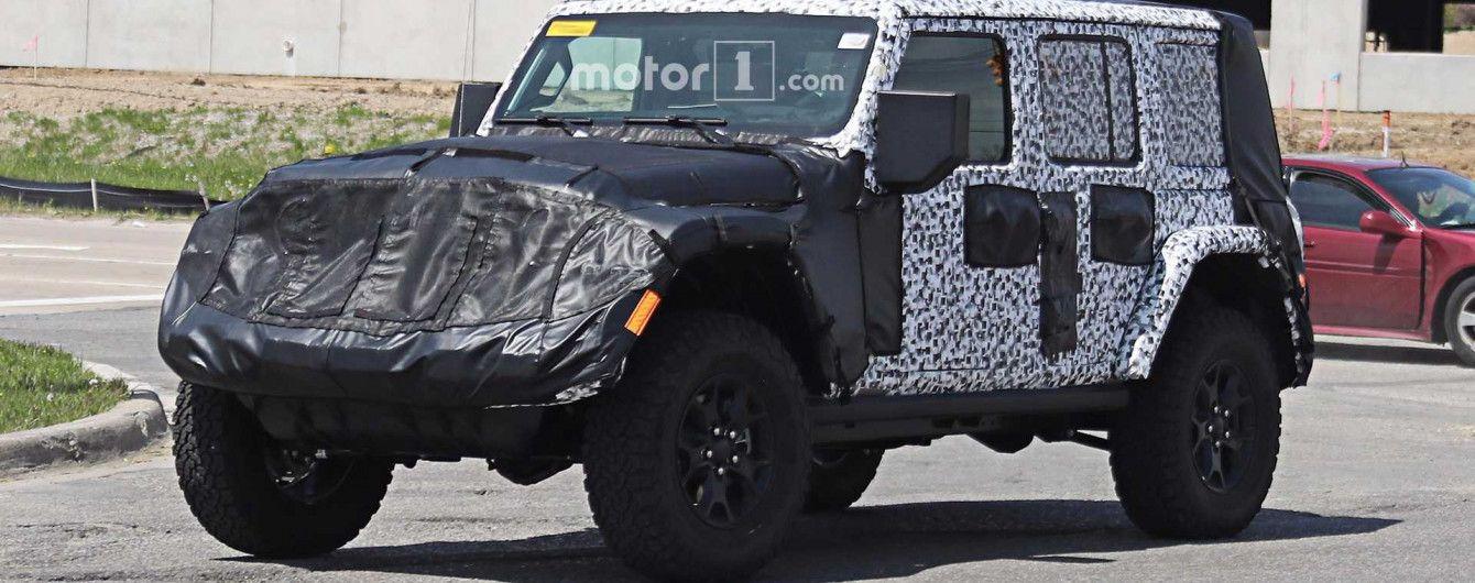 В Сети появились шпионские фото интерьера нового Jeep Wrangler