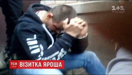 В городе Каменское охранник Яроша прострелил ноги водителю такси