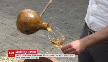 Туристи з усього світу з'їхались на Фестиваль молодого вина в Тбілісі