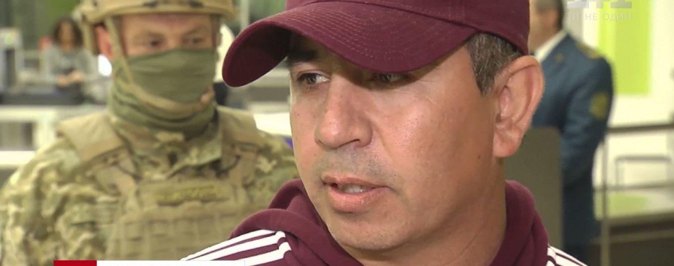 """""""Хресний батько"""" нелегальної міграції через Україну дав коментар перед депортацією"""