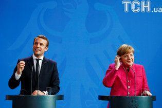 Меркель и Макрон призвали российских офицеров вернуться в СЦКК