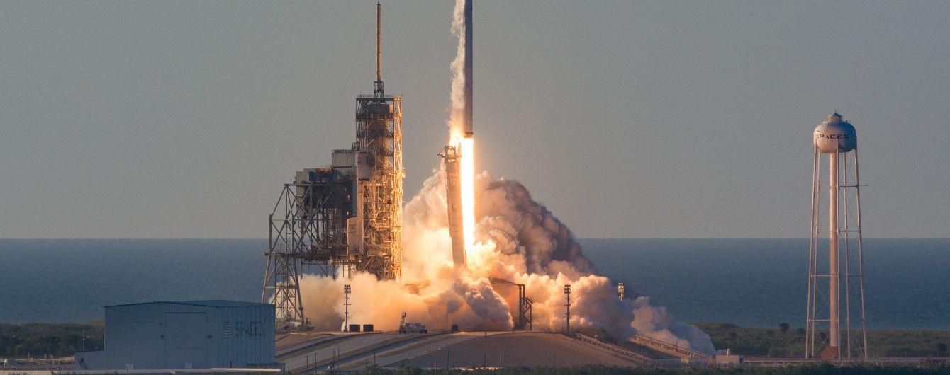 SpaceX успешно запустил ракету Falcon 9 с десятью спутниками