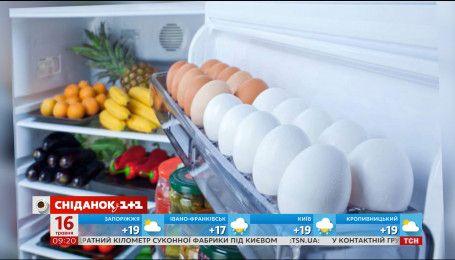 Почему яйца нельзя хранить в отсеке на двери холодильника