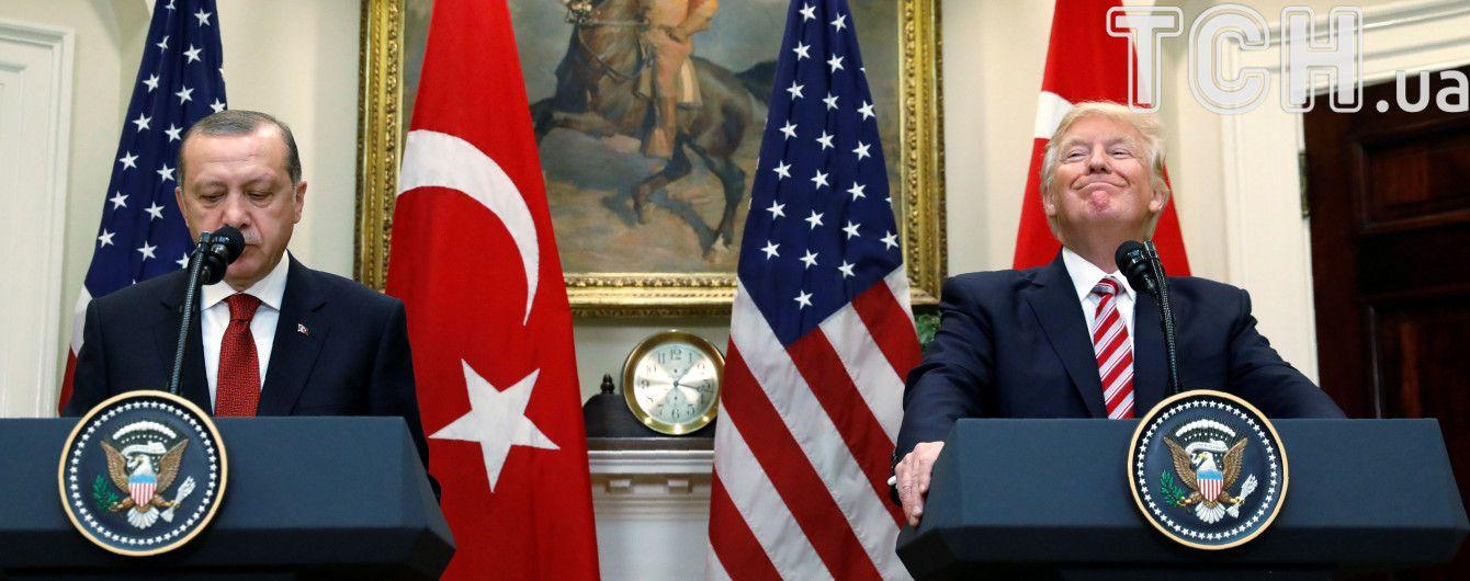 Трамп та Ердоган обговорили захоплення українських кораблів у Керченській затоці: висловили стурбованість
