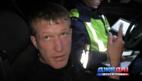 В России задержали пьяного водителя, который не мог отличить техпаспорт от медицинской карточки