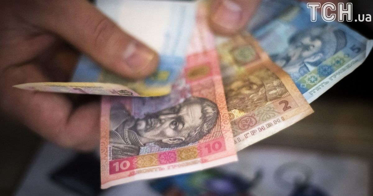 Кабмин пообещал до конца года выплатить медикам задолженность по зарплате