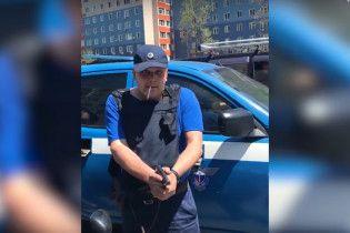 Российские спецсвязисты оружием запугивали водителя Subaru