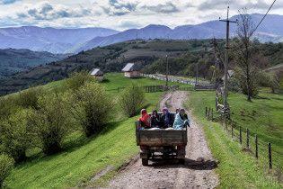 На Прикарпатті через зсув ґрунту заблоковано транспортне сполучення між населеними пунктами