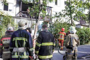 У Києві через недопалок на балконі згоріли три квартири