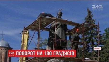 У Чернігові пам'ятник Богдана Хмельницького розвернули на 180 градусів