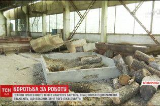 На Вінниччині заблокували бетонними плитами кар'єр, щоб врятувати підприємство від знищення
