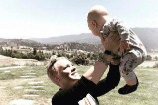 Пинк умилила фанов фотографией подросшего сына