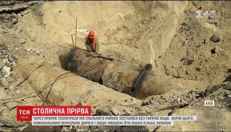 Жители столичной Оболони остались без горячей воды из-за прерванной теплотрассы