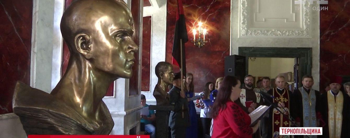 В історичному замку Збаража встановили пам'ятники наймолодшим героям Небесної сотні
