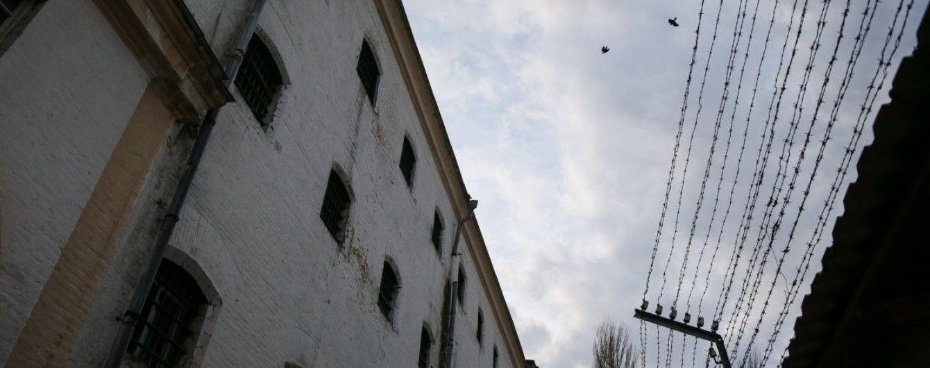 """Бунт у Лук'янівському СІЗО: співробітники ізолятора постачали """"торнадівцям"""" заборонені предмети"""