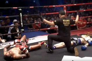 Бійці одночасно відправили в нокдаун один одного на змаганнях з муай-тай