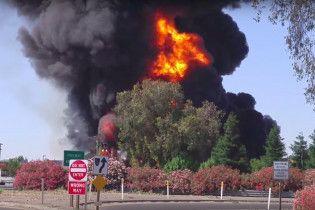 В Калифорнии взорвалась цистерна с горючим: водитель погиб