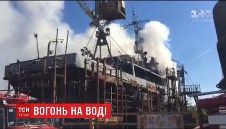 П'ять рятувальних екіпажей ліквідували масштабну пожежу у Миколаївських доках