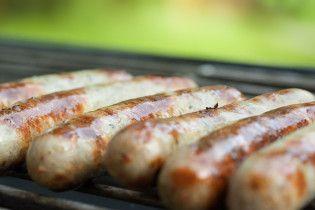 В лучших немецких традициях: рецепт колбасок из курицы и овощей