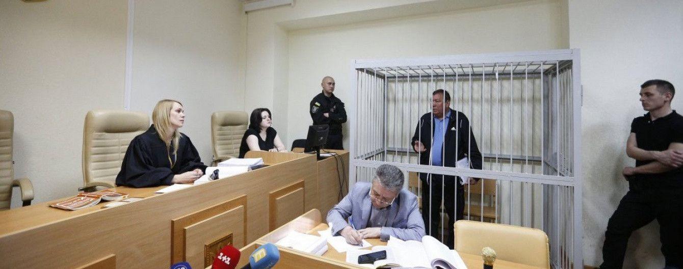 Аваков прозвітував про вилучені в затриманих екс-податківців золото та ювелірку