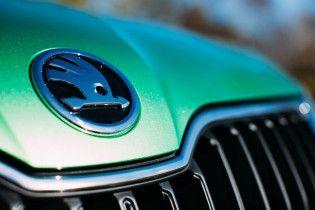 Має ефектний вигляд: у Мережі показали перше зображення майбутнього електричного седана Skoda