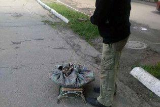 На Харківщині затримали крадія, який перевозив вкрадений люк санями