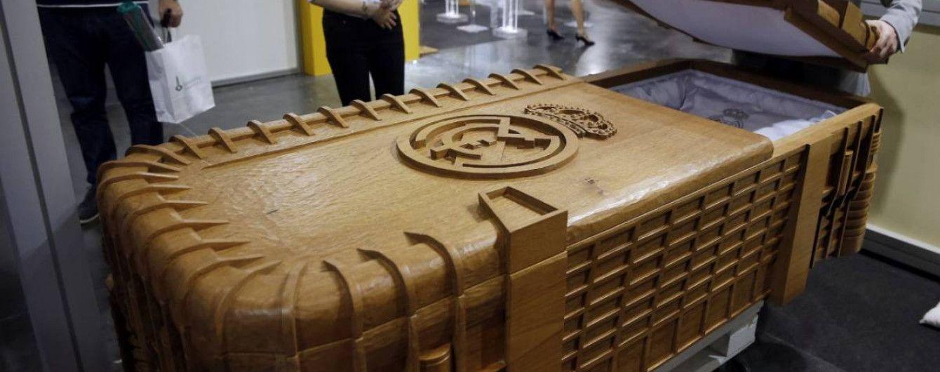 """Поховайте мене на """"Сантьяго Бернабеу"""". В Іспанії почали продаж домовин у вигляді стадіону """"Реала"""""""