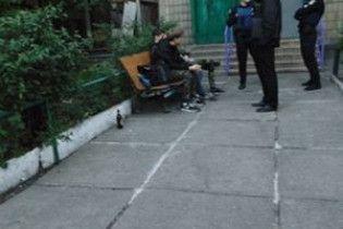 У Києві неповнолітні пограбували дідуся й погрожували йому ножем
