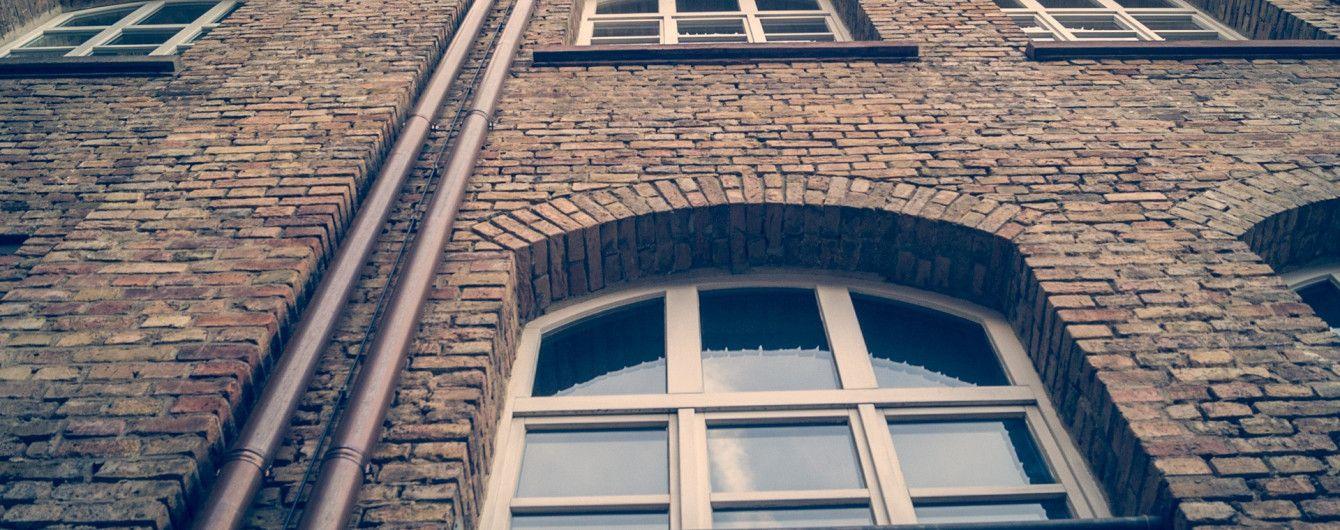 Во Львове женщина выбросилась из окна 8 этажа, оставив предсмертную записку