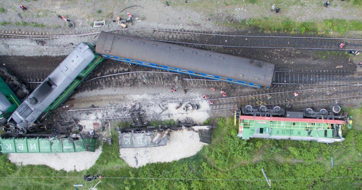 Залізничники назвали попередню причину зіткнення потягів на Хмельниччині